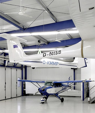 Deckenventilatoren im Hangar des Luftsportverbands Rheinland-Pfalz